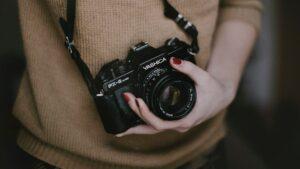 الكاميرا العنصر الأول من ادوات تصوير المنتجات